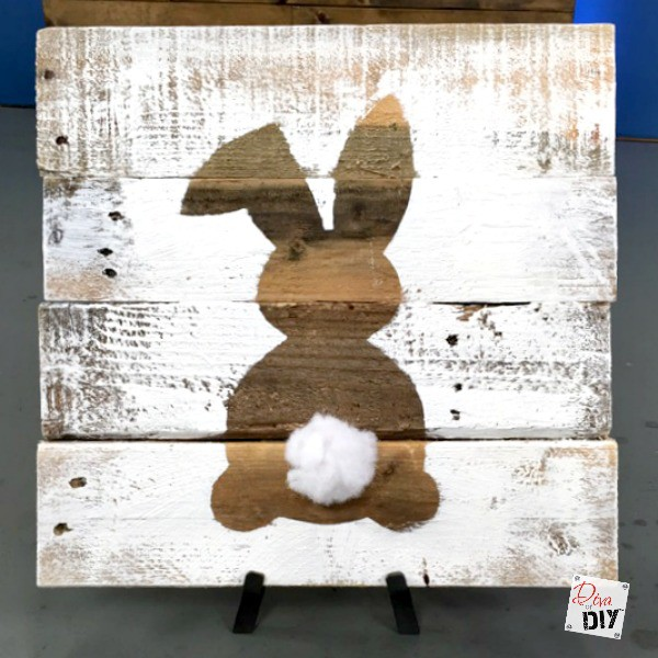 Easter Decorations: How to Make a Reclaimed Wood Bunny Sign : Diva of DIY