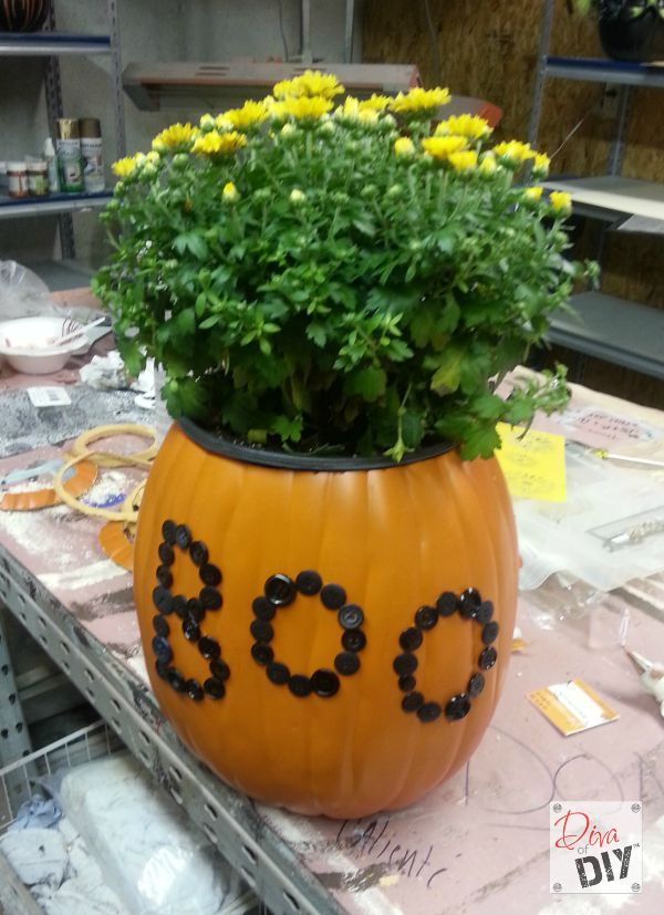 This Boo pumpkin planter is the perfect addition to my fall decorations. Tutorial to put on buttons, pumpkin carving and glazing to make it look realistic!
