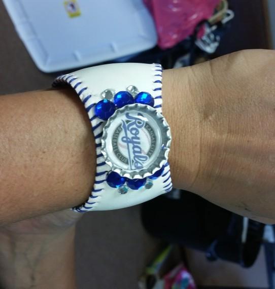 easy baseball bracelet