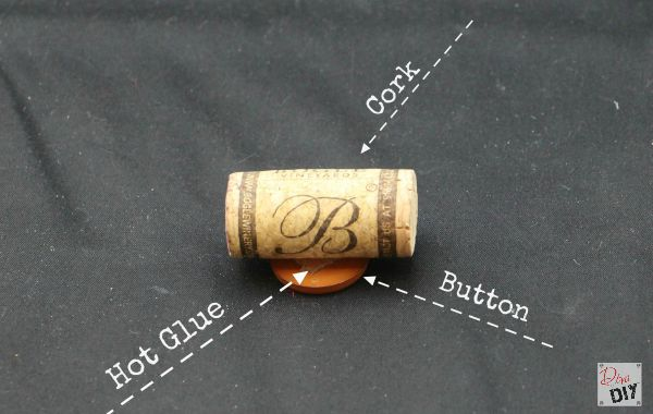 Need to assign seats at your next gathering? Make easy homemade wine cork placeholders using items you already have at home. Thanksgiving Decoration idea!