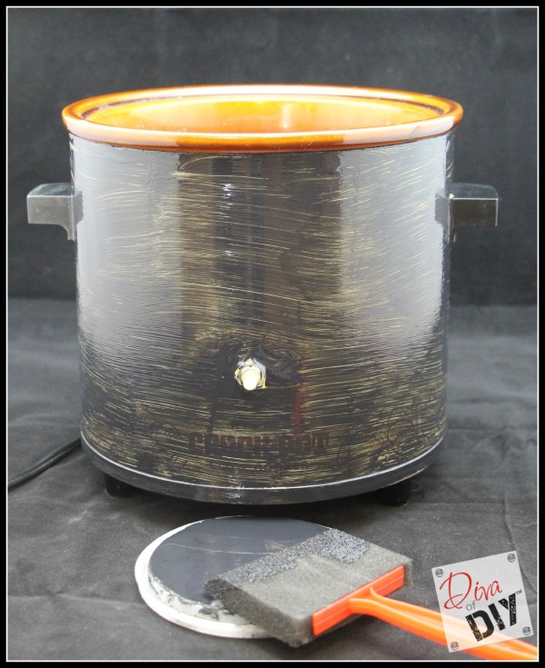 This crockpot makeover will transform outdated crockpot with chalkboard paint. Make it look new again and write on it! Great entertaining & Tailgate Party!
