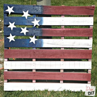 How to Make an Easy DIY American Flag Pallet Decoration