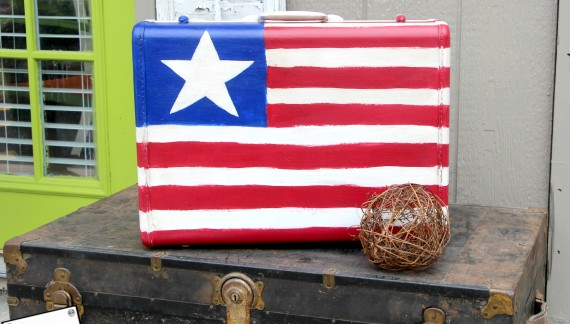 4th of July Decor | Upcycle a Suitcase