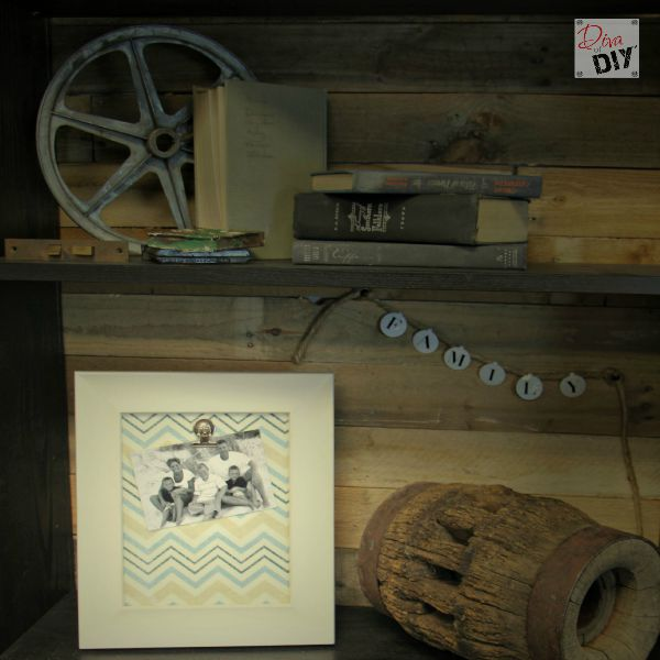 Make your own easy change picture frames; perfect for photos, artwork, recipes and as memo boards. Great for homemade presents and Christmas gift giving!
