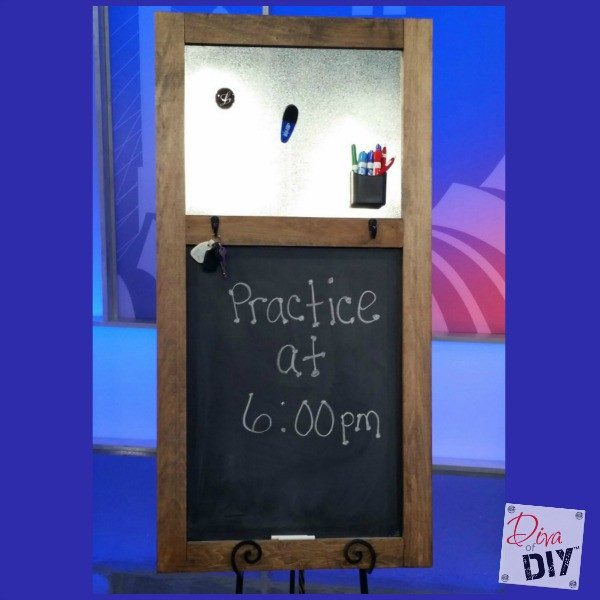 Calm the chaos with this easy organizing DIY chalkboard. Keep organized! It has a magnet board, a keyholder and a place for a growth chart! Organize Ideas!