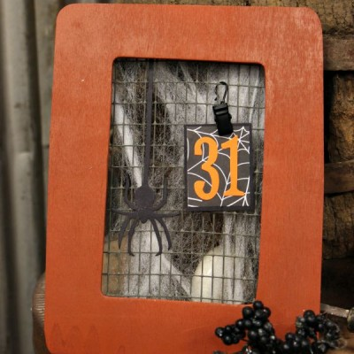 October Calendar: How to Make a Halloween Frame Calendar