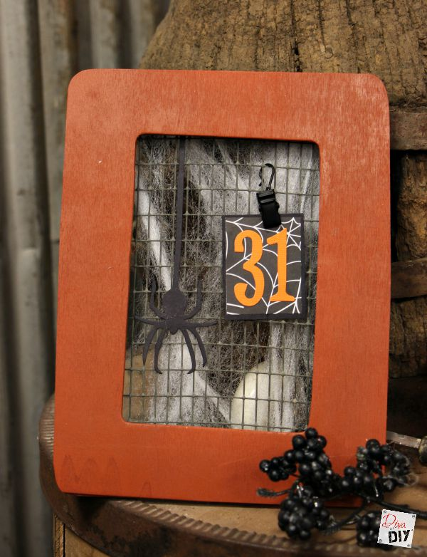 This cheap Halloween October calendar is the perfect Halloween decoration for kids to make! This Halloween dollar store frame = the perfect amount of scary!