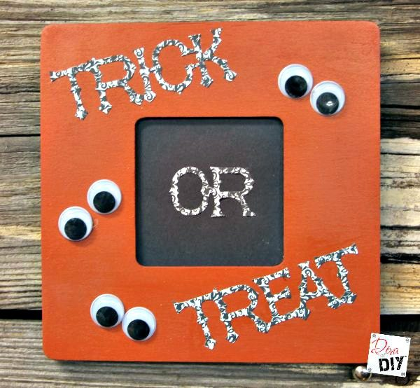 Make this Easy DIY Halloween Decoration Frame with a $1 dollar frame and the sizzix Big Shot Bigz Trick or Treat Die Cut. Great Halloween craft for kids!