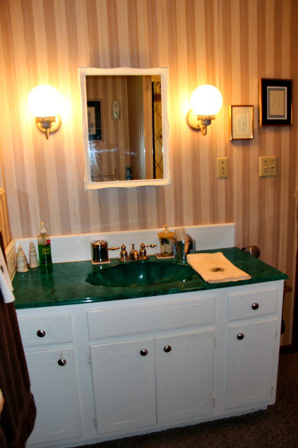 Lake house fixer upper how to remodel the home of your for Bathroom knick knacks