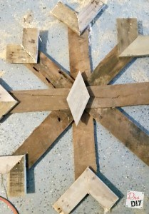These DIY Pallet Snowflakes are the perfect addition to your rustic Christmas and decorating! The are amazing Rustic fireplace mantle decorations all winter
