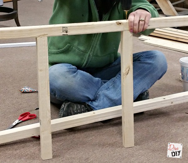 Easy storage solution: How to make an inexpensive blanket ladder