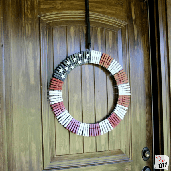 This American Flag clothes pin wreath is the perfect quick and easy holiday Americana decoration! Great for Memorial Day and 4th of July!