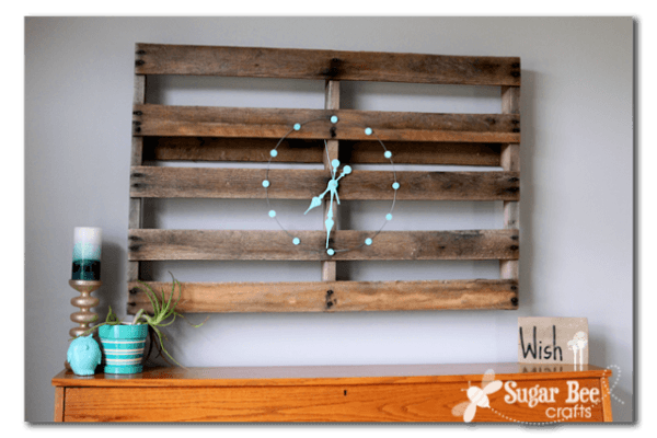 http://www.sugarbeecrafts.com/2013/04/diy-pallet-clock-re-love-makeover.html