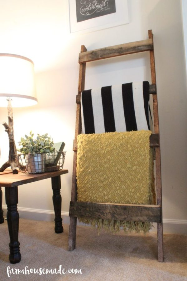 http://www.farmhousemade.com/diy/easy-pallet-blanket-ladder/