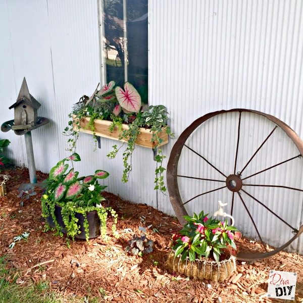 Looking to up your curb appeal game? Try these easy DIY cedar window boxes that will look amazing and are so easy they can be done in an afternoon!