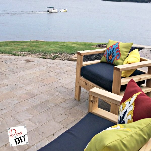 Looking for quick outdoor decorative pillows? With this easy tutorial take boring pillows and turn them into no sew outdoor throw pillows to match your decor