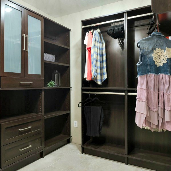 A diyer 39 s dream my woodtrac closet system reveal diva for Woodtrac closets