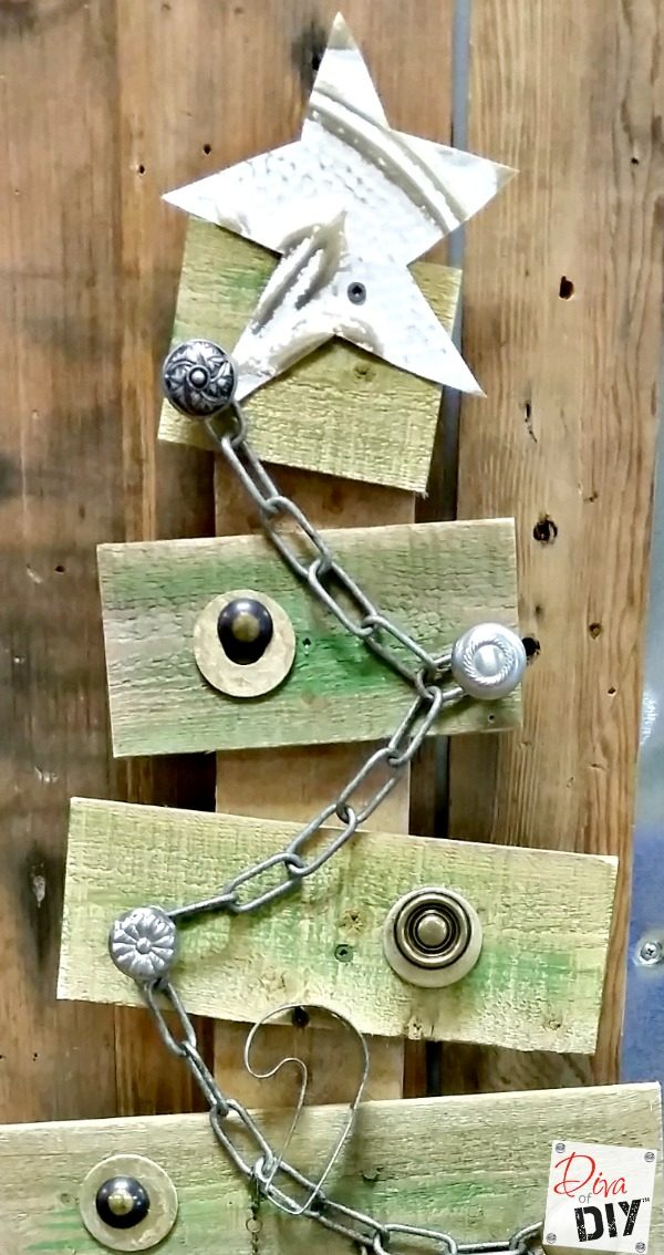 Make A Rustic Christmas Tree From Pallet Wood Diva Of Diy