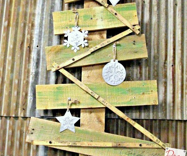 Make a Rustic Christmas Tree from Pallet Wood