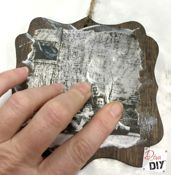 Homemade wooden ornaments with photos add that perfect touch to any Christmas tree or unique DIY Christmas wrapping! Add a photo gift to your Christmas!