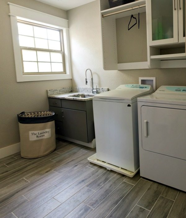 DIY remodeling ideas on a budget for your home A complete home remodel can be overwhelming! Kitchen, bathroom, game room, living room and outdoor remodeling