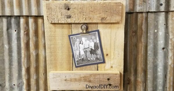 Picture frame ideas that are great for gifts and basically free! This picture frame diy is made out of pallet wood. Great farmhouse style decorating project